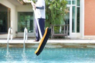 protéger votre piscine contre la saleté